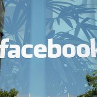 Munka helyett legtöbbször a Facebookot nézzük