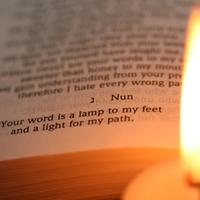 Bibliamagyarázat: Isten nem hagy a sötétben