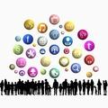 Hasznosak vagy csak mankók a közösségi oldalak?