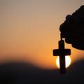 A kereszt teszi lehetővé, hogy imádkozz