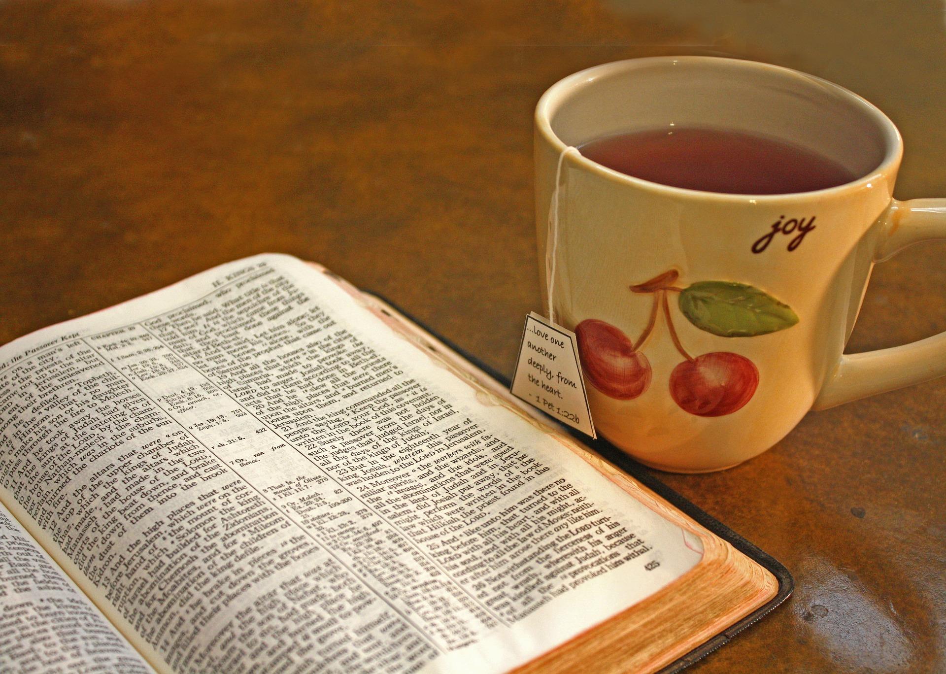 bible-2276726_1920.jpg
