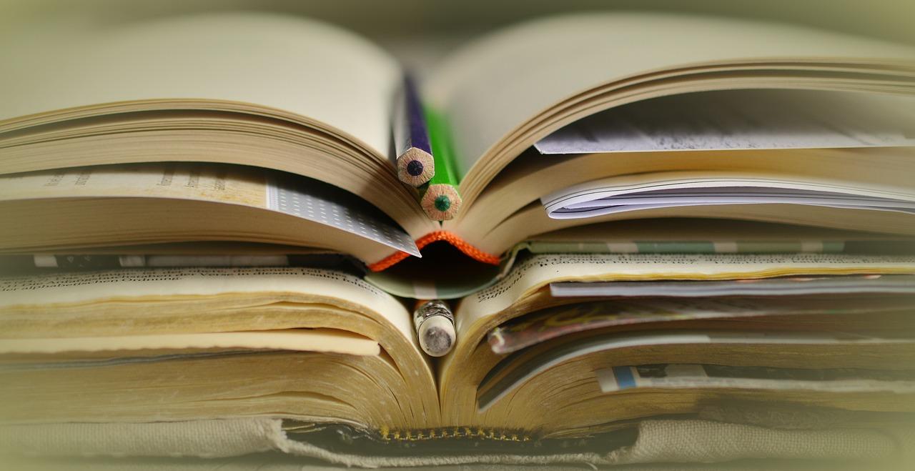 books-2158773_1280.jpg
