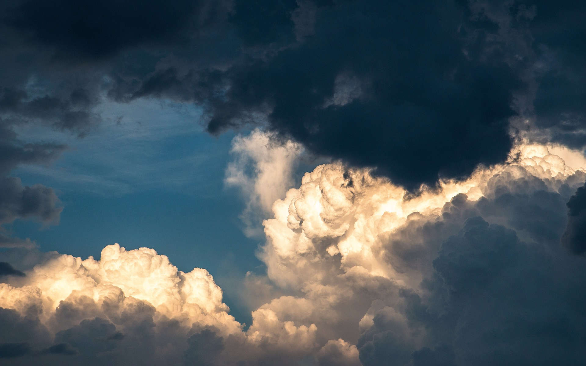clouds-1768967_1920.jpg