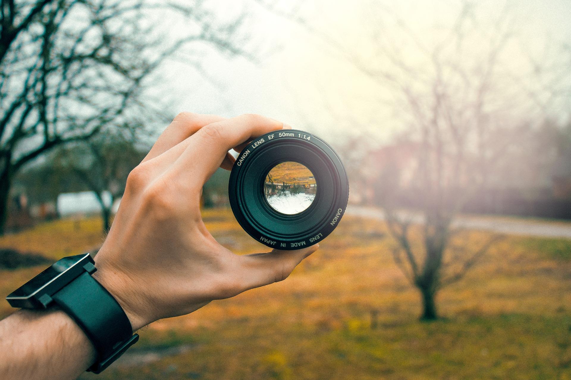 lens-3046269_1920.jpg
