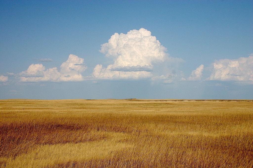 1024px-cumulus_clouds_over_yellow_prairie2.jpg