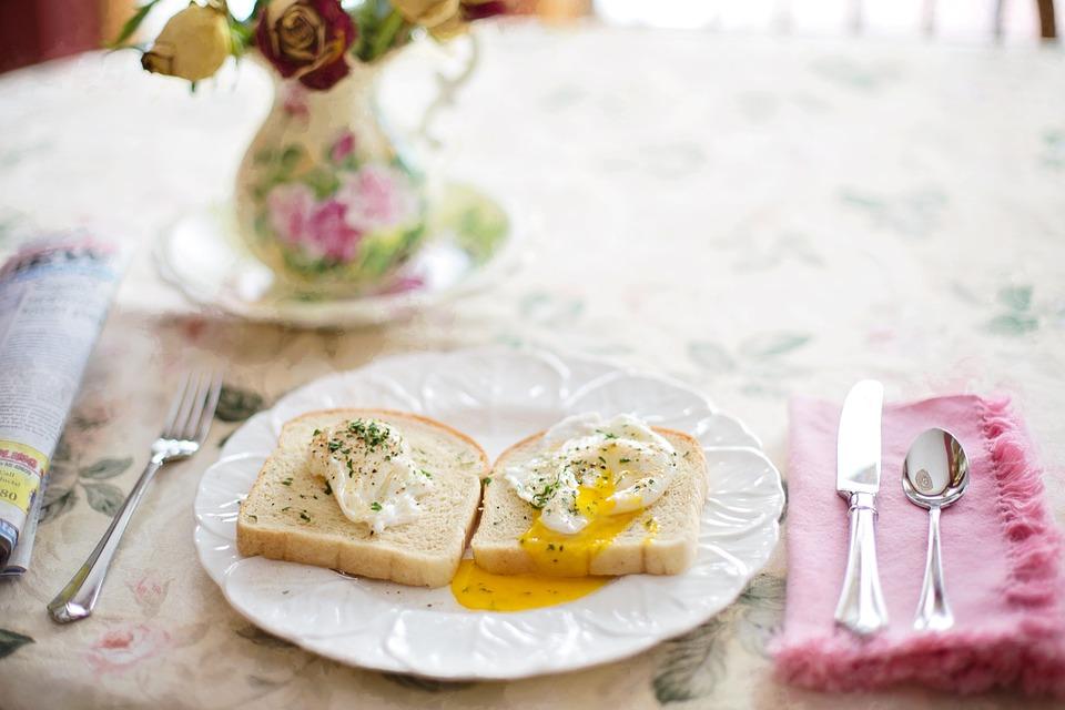 poached-eggs-on-toast-739401_960_720.jpg