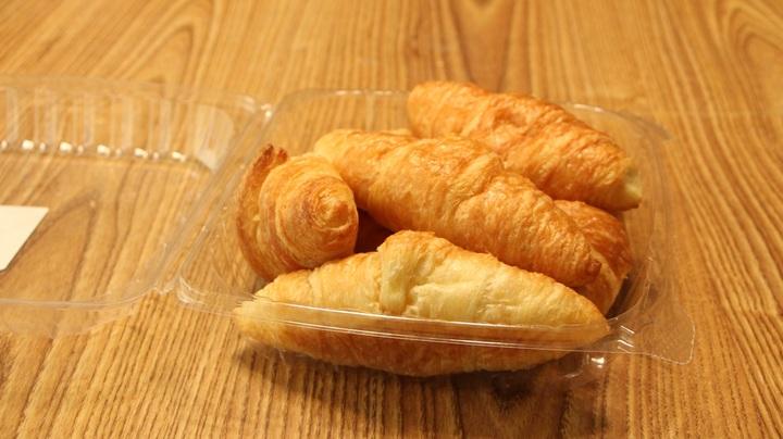 wood-plastic-dish-food-produce-croissant-1102016-pxhere_com.jpg