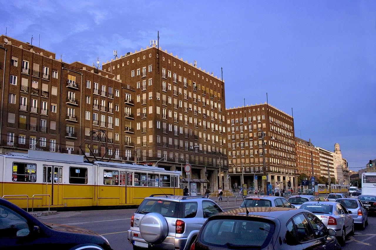 1280px-hungary_budapest_downtown-_deak_square_03.jpg