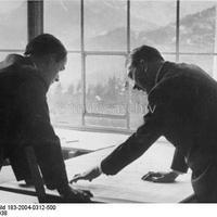 Tárlatvezetés a Führernél