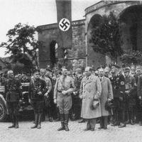 A népszerűség árnyoldala – Hitler és a veszélyes virágcsokrok