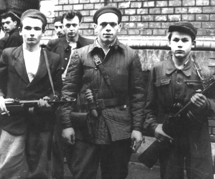 1956_oktober_fiatal_magyar_felkelok.jpg