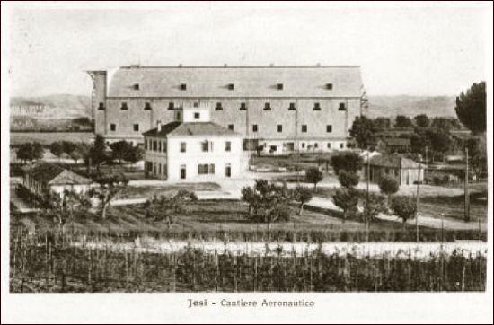 9-hangar_jesi_aeromobili_marzo_1914.jpg