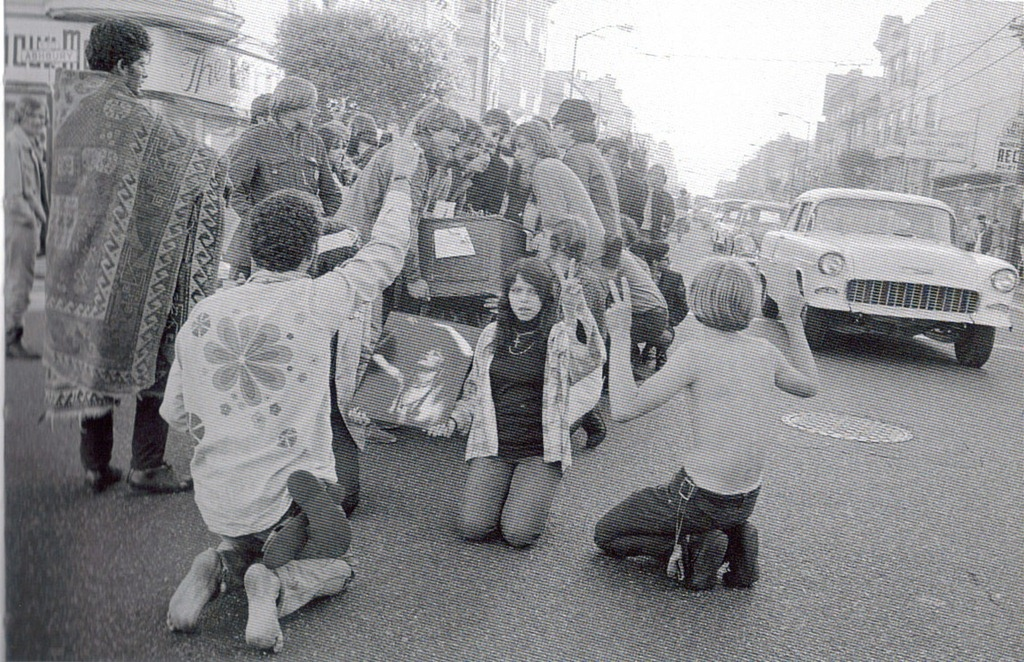 hippies_in_haight.jpg