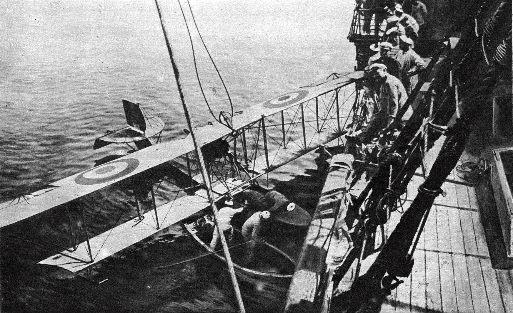 hydravion_fba_typ_c_de_lutte_contre_les_sous-marins_en_mer_en_1918.jpg