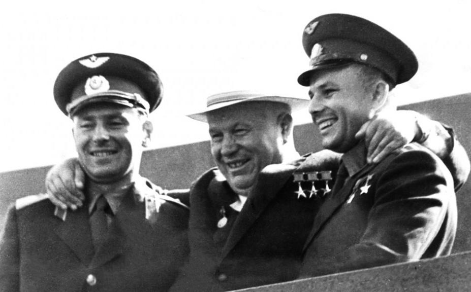titov_khruschev_gagarin_1961.jpg