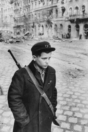 michael-rougier-streets-of-budapest-the-hungarian-revolution-1956-05.jpg