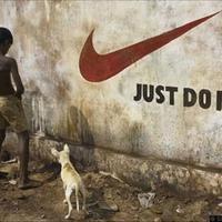 A Nike logó és szlogen