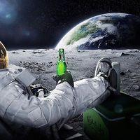 Miért ne menj manikűröshöz űrséta előtt?
