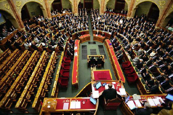 Parlament_Ader_esku-9947-625_1.jpg