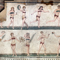 Bikinis pixelcsajok… az ókorból