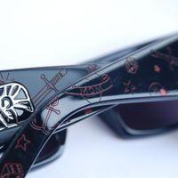 Korunk hőse: a feltörekvő napszemüveg-forgalmazó
