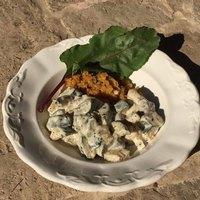 Zöldfűszeres-yofus cukkini bulgurral