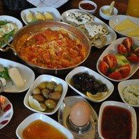 A török reggelizési rituálé és kedvenc isztambuli reggelizőhelyem sztorija