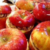 Fűszeres piláffal töltött alma török módra