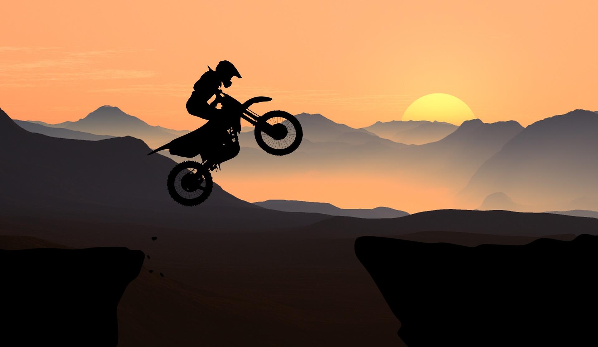 motorcycle-4008900_1920.jpg