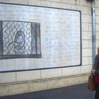 Ausztrália: menekültként bevándololt street artos tiltakozása a