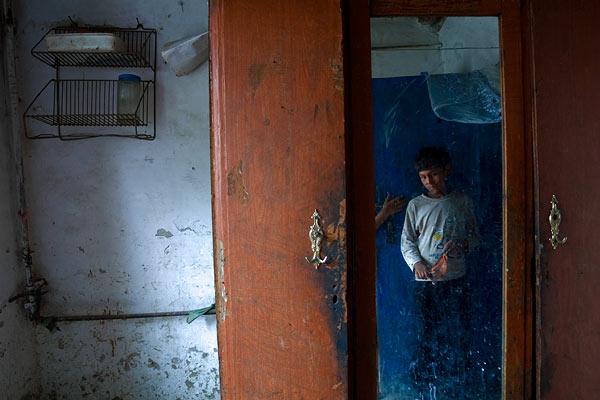 Ruhás szekrény © Anzor Buharsky
