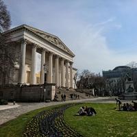 Kipróbáltuk Budapest kedvenc természetes szaunáját, a Nemzeti Múzeum lépcsőjét