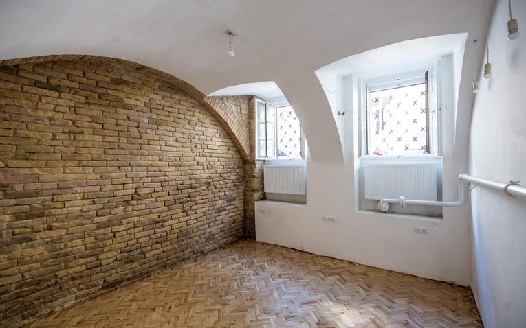 VII. Műemléki felújítás – belvárosi műterem
