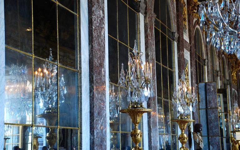 A nagy tükördosszié avagy Alíz megirigyelné