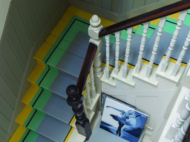 marches-escaliers-repeintes-en-gris_w641h478.jpg