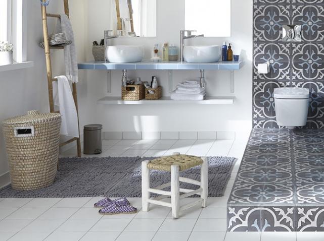 parquet-blanc-et-carreaux-de-ciment-sol-salle-de-bains_w641h478.jpg