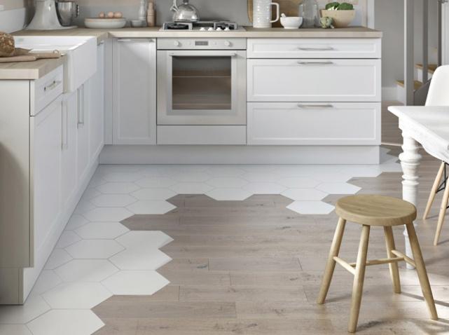 sol-cuisine-carrelage-blanc-marron_w641h478.jpg
