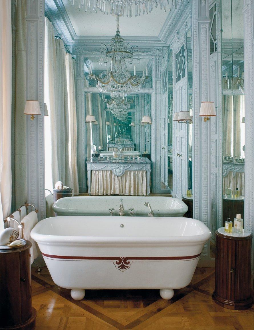 salle_bain_ancienne_toute_blanche.jpg