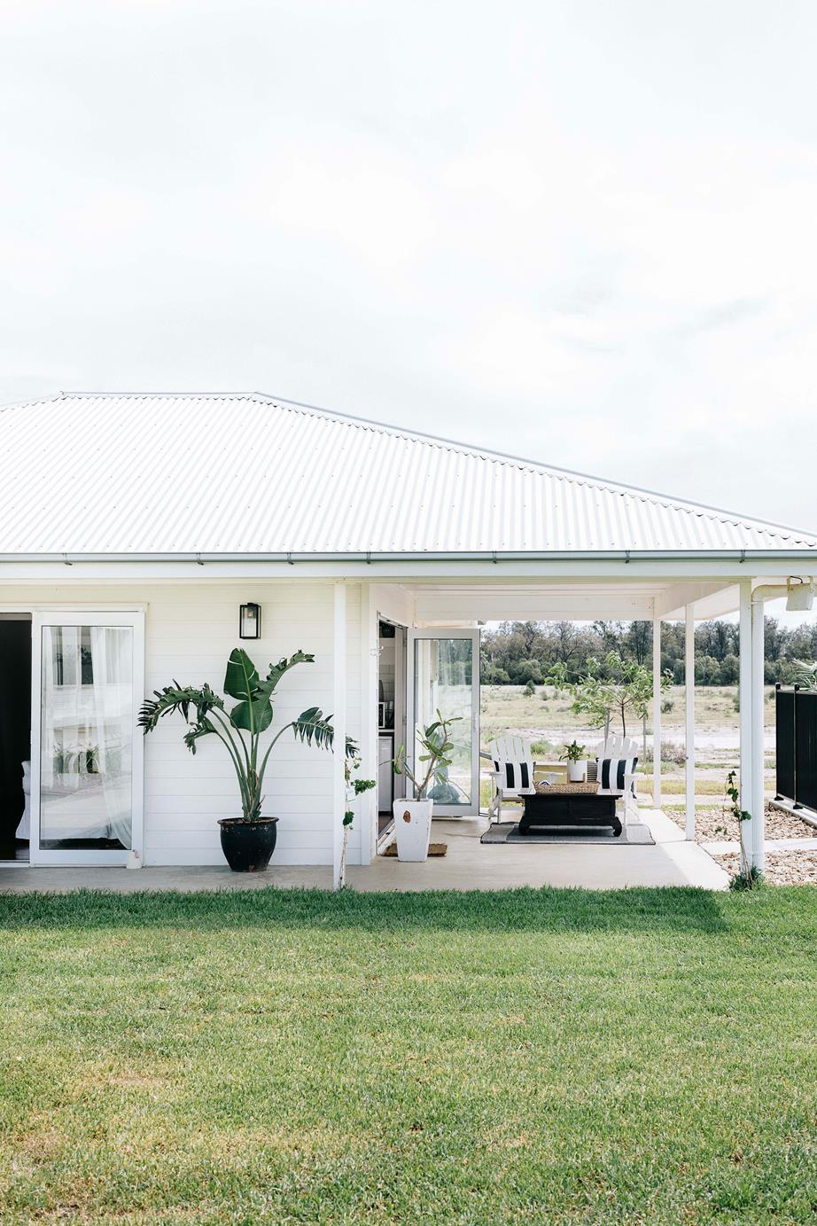 white-farmhouse-verandah-exterior.jpg