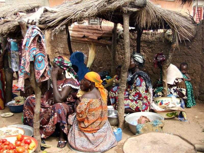 Benini piac - az eladók és a vásárlók zöme is nő dd0cc127ee