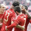 Hetet szórt a Bayern, Szalai Ádámot kiállították