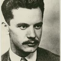 """""""Légy egy fűszálon a pici él / S nagyobb leszel a világ tengelyénél"""" – József Attila születésnapja (1905)"""