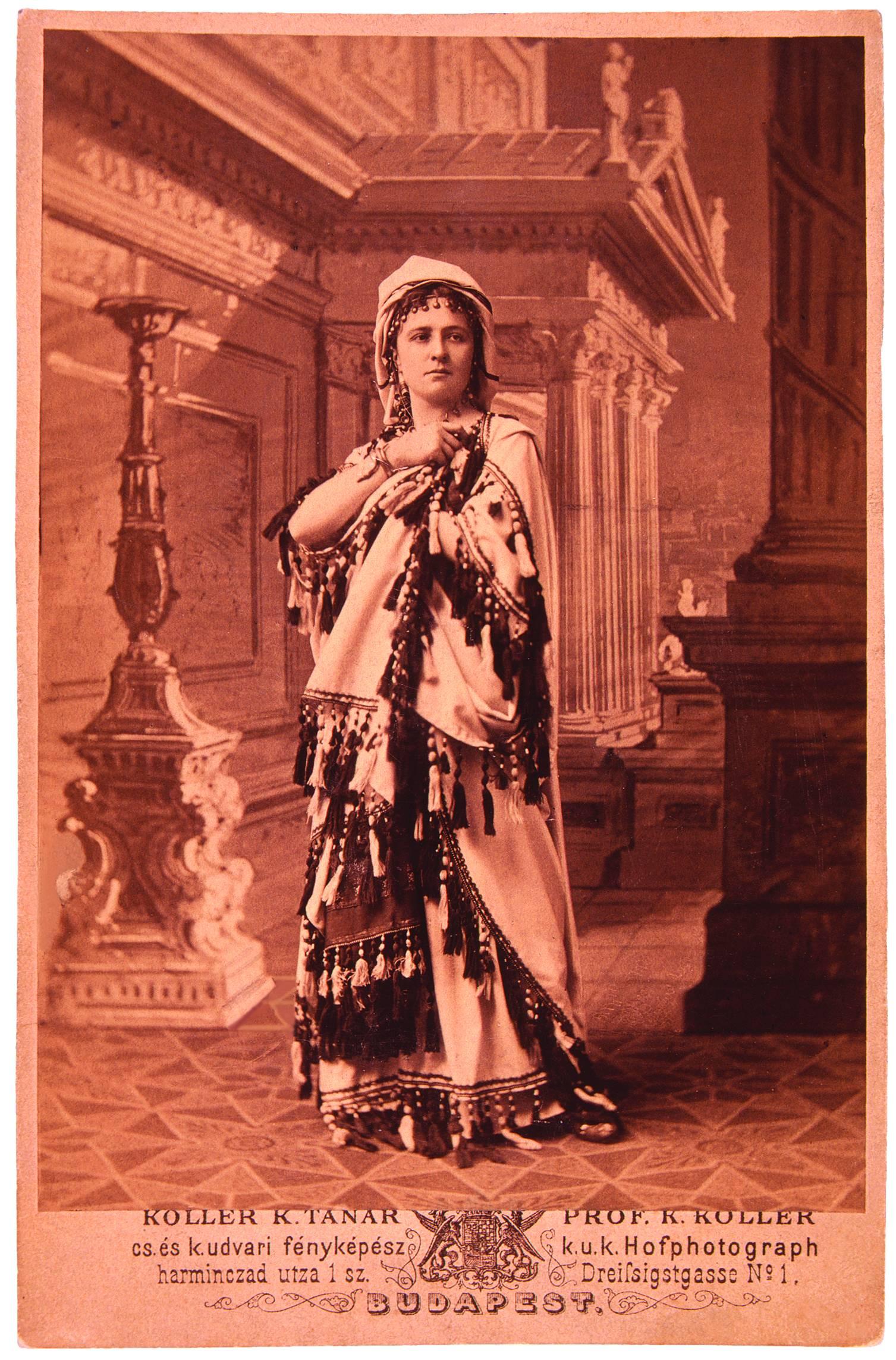 Jászai Mari mint Magdolna Váradi Antal Iskarioth c. drámájában. Nemzeti Színház, 1876. szept. 22. Koller felvétele<br />