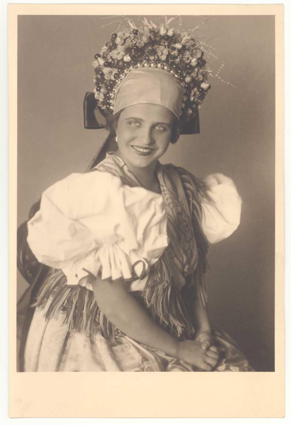 Kodály Zoltán: Háry János. Nagy Izabella mint Örzse, 1926. Fotó. Vajda M. Pál. Jelzet: KB 17.386 – Színháztörténeti és Zeneműtár
