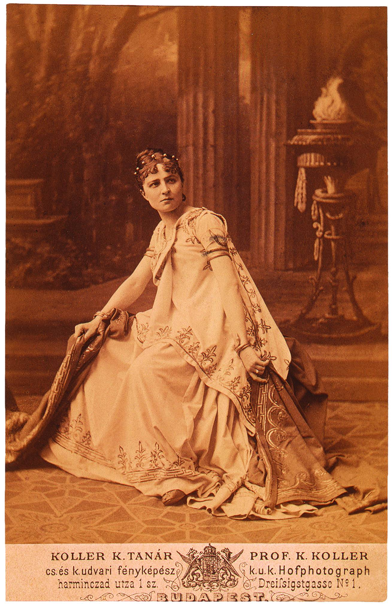Jászai mint Medea Grillparzer tragédiájának címszerepében. Nemzeti Színház, 1876. dec. 1. Koller felvétele<br /><br />