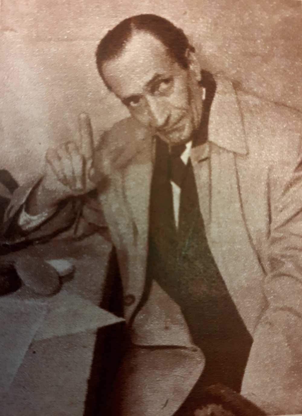 """Benedek Tibor mint Zacsek. """"Péntektől péntekig"""" rovat. In. Film Színház Muzsika, 6. évf., 19. szám, 1962. május 11., 3. – Törzsgyűjtemény http://nektar.oszk.hu/hu/manifestation/1001391"""