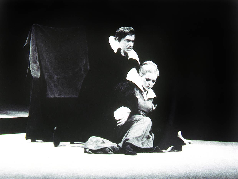 Gábor Miklós és Sára Bernadette Schiller Don Carlos című drámájában. Rendezte Ruszt József, Kecskemét, Katona József Színház, 1974. október 5. Karáth Imre felvétele