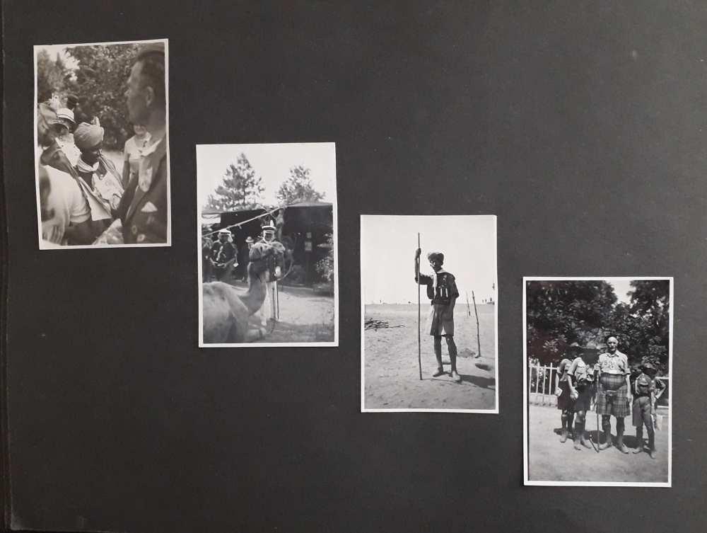 A FAlbum 1198 egyik oldala. FTA 1695: Turbános cserkész; FTA 1696: Horthy Miklós kormányzó a tábor legnépszerűbb résztvevőjét, a szír csapat tevéjét szemléli; FTA 1697: Turbános cserkész; FTA 1698: Skót cserkészek.