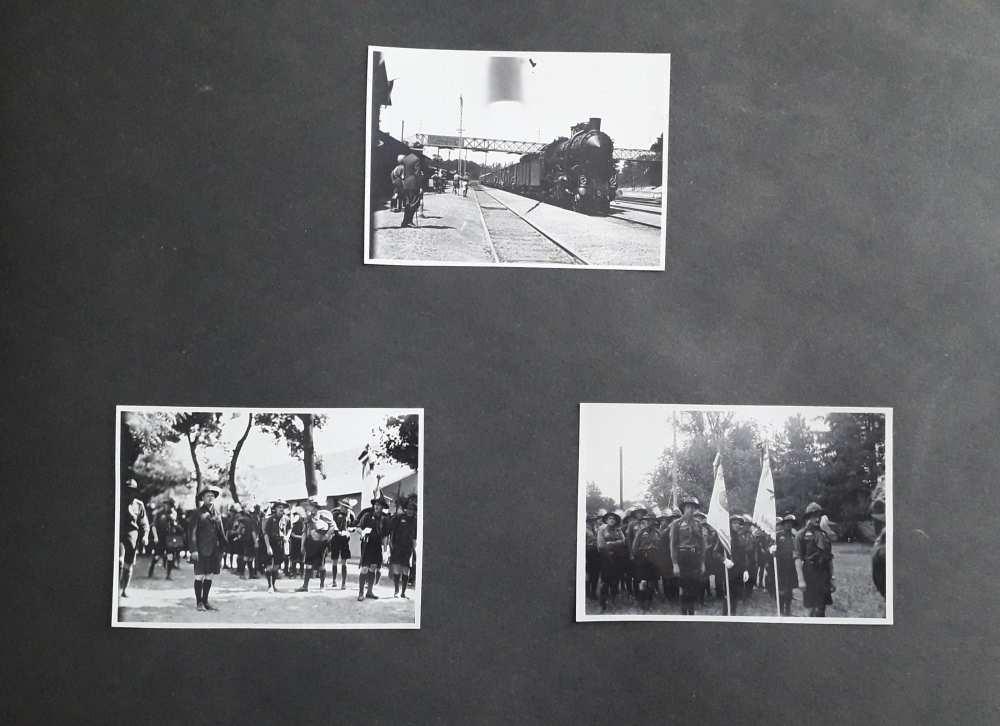 A FAlbum 1198 egyik oldala. FTA 1636: Cserkészcsapatok érkezése a gödöllői állomásra; FTA 1637: Várakozó cserkészek a táborban; FTA 1638: A 212. sz. Bornemissza Gergely cserkészcsapat.