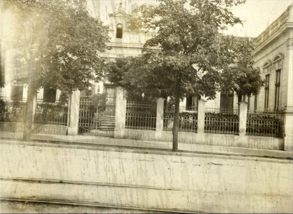 A Brüll család háza a nagyváradi Fő utcán. Fénykép – Kézirattár. Analekta 77/2. <br />